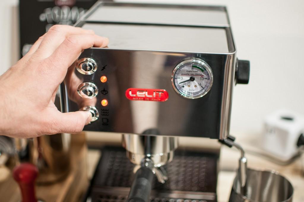 Maschinen-Reinigung-Kaffeebezug