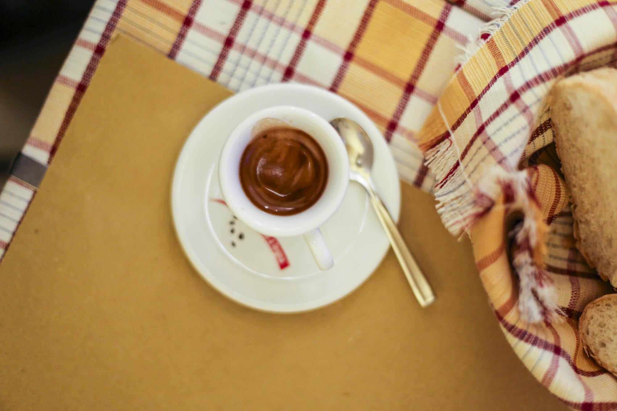 Torrcaffe in einer Kaffeebar ums Eck
