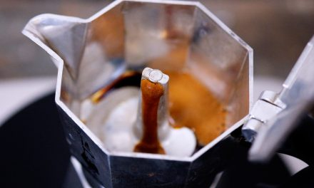 Kaffee in der Mokkakanne machen